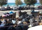 Isola delle femmine in un mare di rifiuti